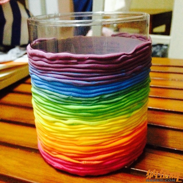 超轻粘土彩虹色的笔筒
