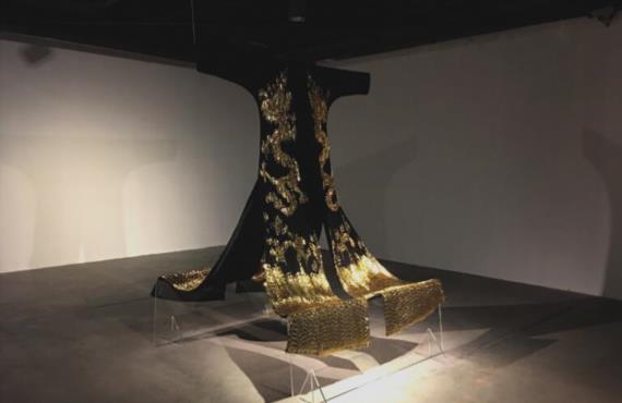 《那些小东西—龙袍》收藏于中国丝绸博物馆