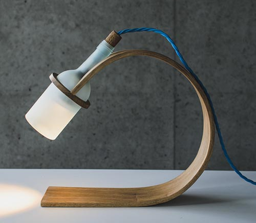 酒瓶弯曲木质台灯-工业创意设计