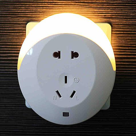 创意插座式光控小夜灯