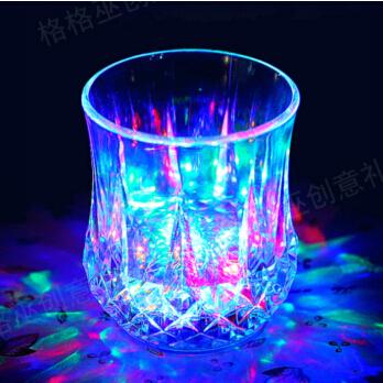 创意水感应炫彩闪光杯-创意产品