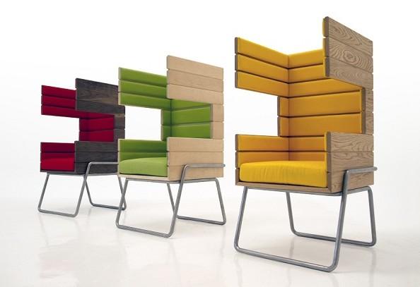 """由墨西哥设计师Jakob Gomez设计的""""GiBooth""""椅子作为一种创意生活用品,可以轻松地适应多种环境,不管是居家或办公,都能为使用者提供灵活的空间布局。巨大的耳罩椅背设计提供了高级的隔音效果,这个设计不仅能满足个人集中注意力的工作,还适用于几组人的讨论互动——非常适合开放的工作空间。椅子由三种不同的木板制作,有几款基本颜色可供选择。这个1平方米的椅子,用这种壁龛一样的形式将工作与娱乐、公共与私密相结合。"""