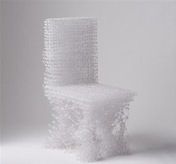 厉害了!美女用3D打印笔画了把椅子,竟可以坐