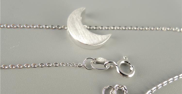 拉丝月亮项链 3