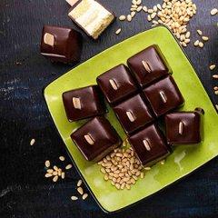 创意巧克力随机芥末生日蛋糕