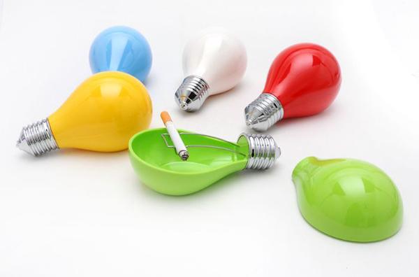 各种颜色的创意烟灰缸